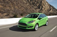 2014-Ford-Fiesta-SE-front-three-quarter-in-motion-02.jpg